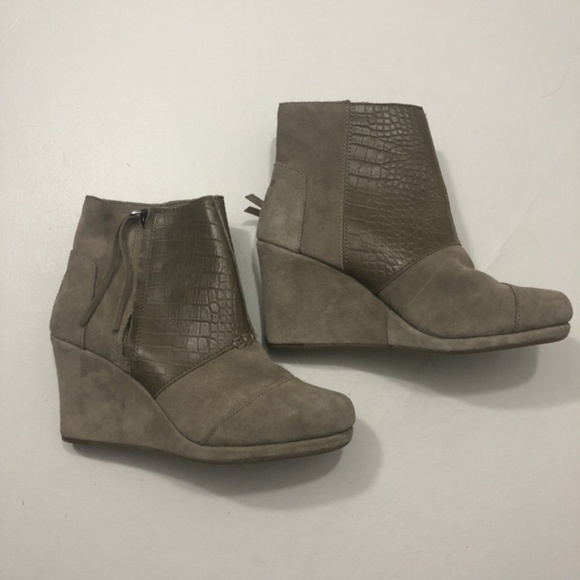 a5d8bebe074 NEW Women s Toms Ankle Boots Wedge Tan Size 8.5
